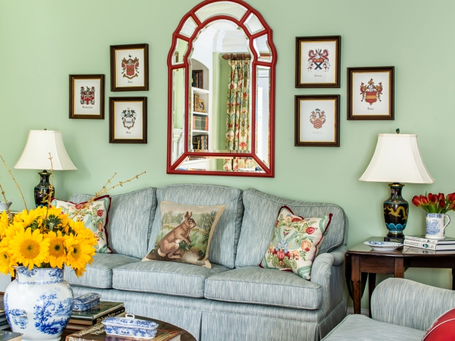 Stratford Park Court 6 livingroom green blue couch ceramic vases and oriental lamps family crest pictures mirrorPebbles Nix Interiors